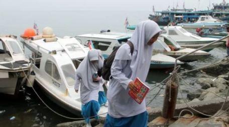 Bot Penumpang Di Tanjung Aru