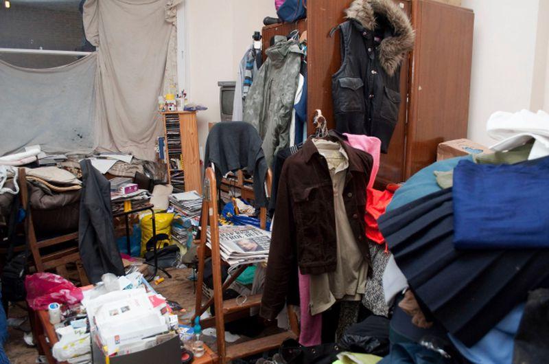 Hoarder room needing hoarder home cleanups.