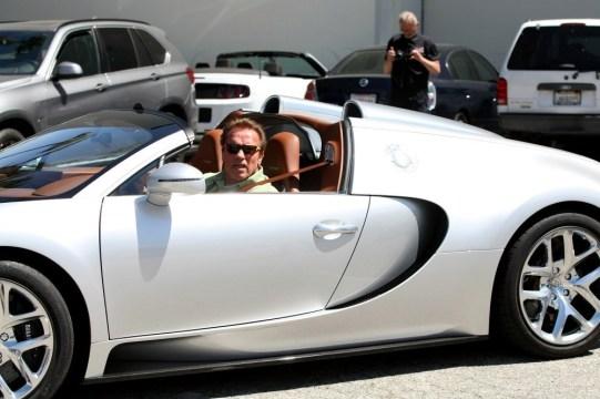 Arnold+Schwarzenegger+Bugatti+r-kP-zwD_fhx