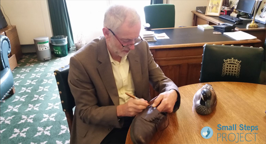 corbyn-signing-2