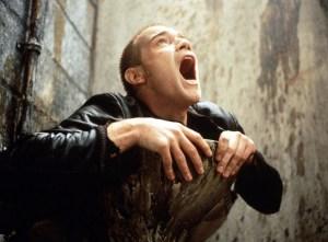 Mark Renton (Ewan McGregor) efter en af de dukkerter, man helst er foruden.