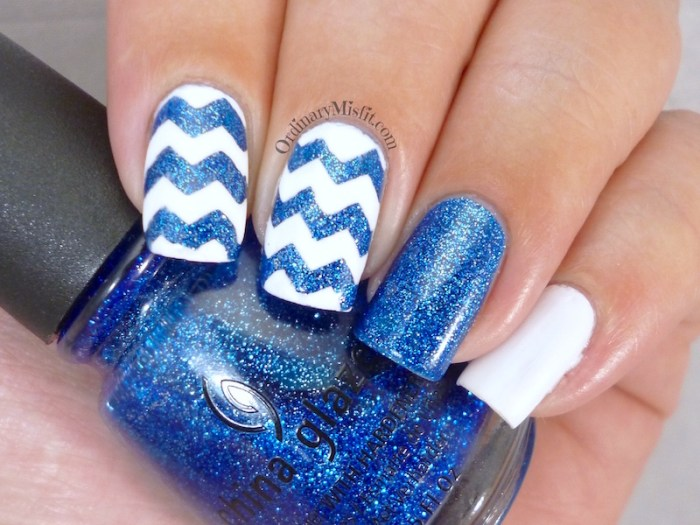 Glittery blue zig zags nail art  2