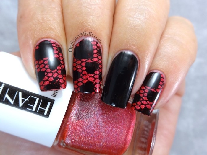 Holo lace nail art