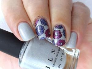 Paper flowers nail art