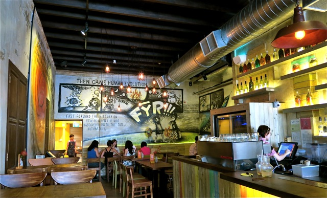 FYR Cycene ond Drinc Restaurant Singapore02