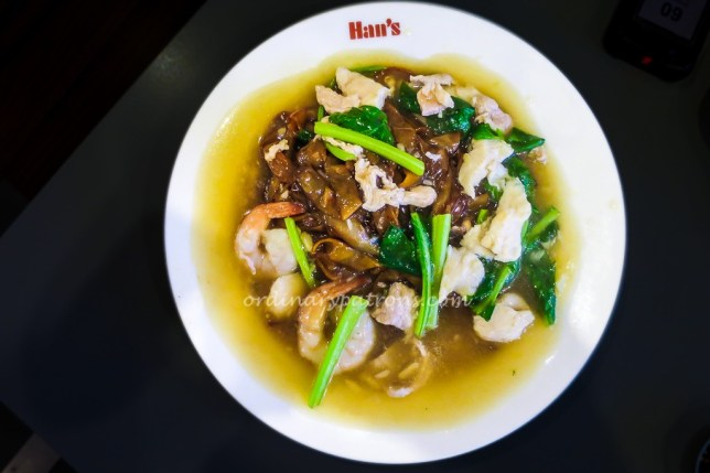 Han's cafe local food