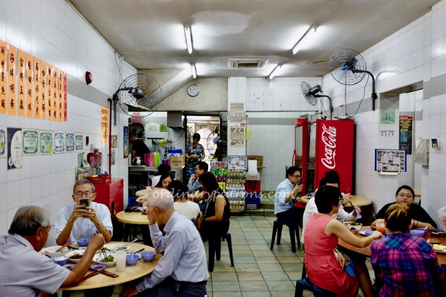Where to bring foreign friends to eat in singapore?