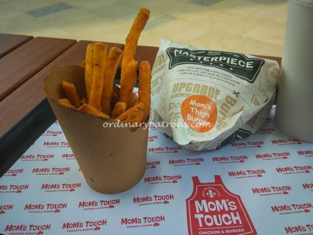 Mom's Touch Chicken & Burger restaurant