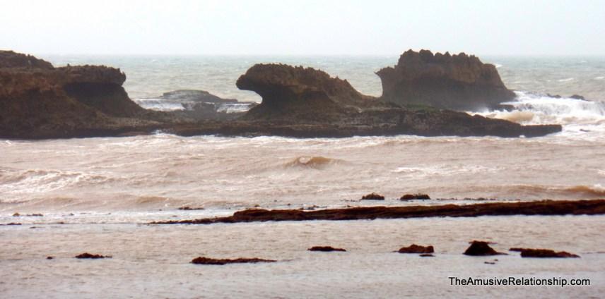 Wave shaped rocks