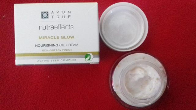 Crema de fata de curatate Avon True Nutra Effects Miracle Glow