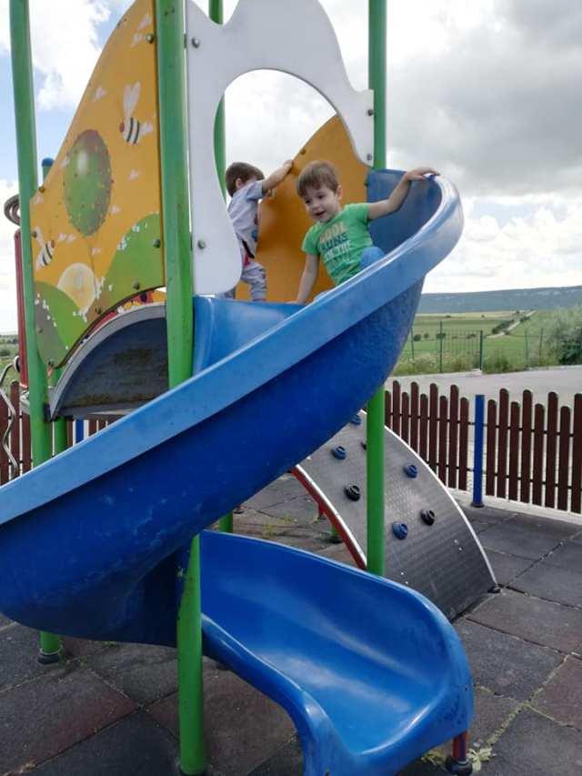 loc de joaca in benzinarie Bulgarian