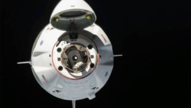 Photo of SpaceX spacecraft lingers in orbit