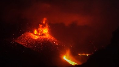 Photo of The eruption of the Indonesian volcano Raung