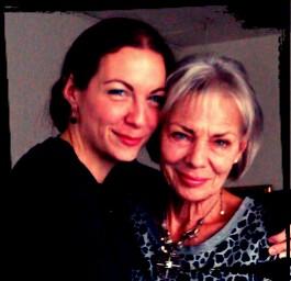 Min fantastiske smukke mor, som jeg eeeeelsker at tale med i laaaaaang tid af gangen :-)