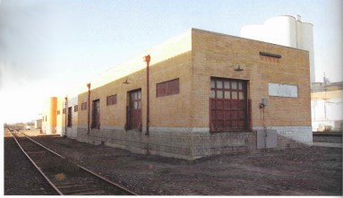 The Southern facade, i.e. the rear. This shows the freight house of the depot. Specifically the fact that there was an addition to the building! It also shows there once was a wooden platform. (Image: Signor and Booth)