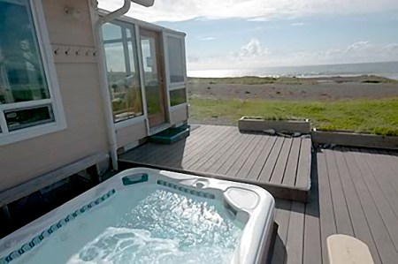 Land's End Hot Tub - Oregon Coast Vacation Rentals