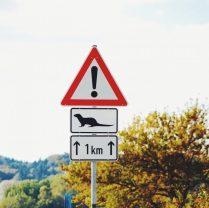 Caution Achtung Ruegen