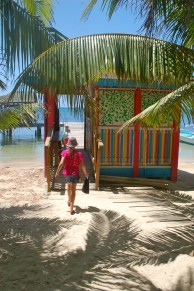 Take your kids to the Caribbean | Roatan Honduras | Oregon Girl Around the World