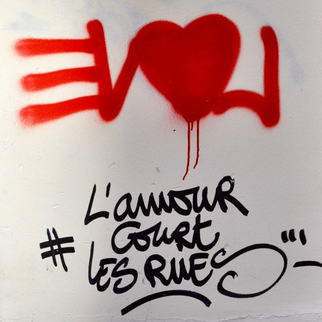 VALENTINES DAY PARIS OREGON GIRL AROUND THE WORLD L'AMOUR COURT LES RUES STREET ART