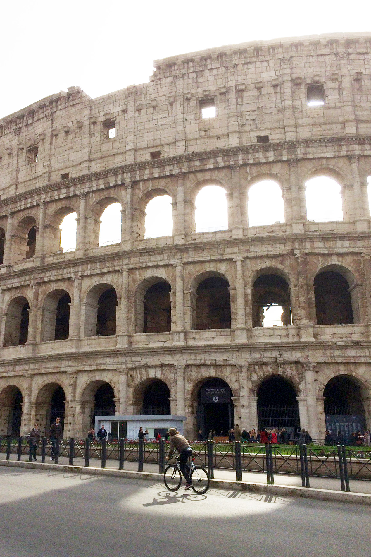Bicycle in front of Roman Colosseum | Postcards From A Roman Holiday