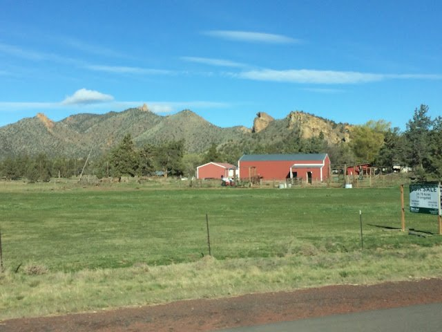 Scenery on the way to Fossil, Oregon, for fossil collecting.