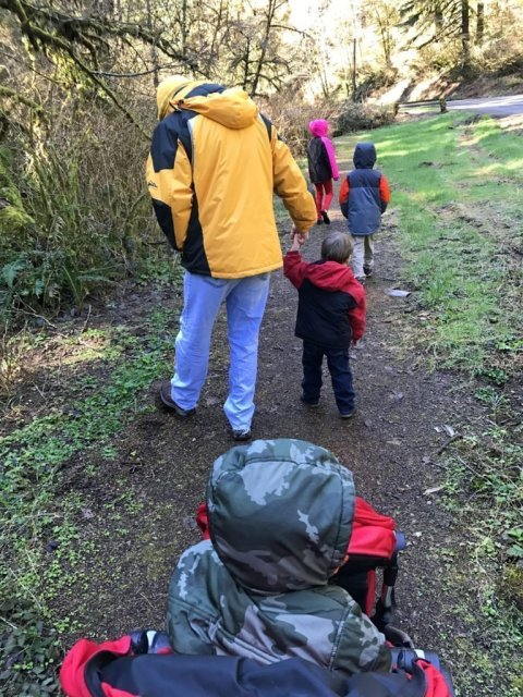 Weekend hike with kids in Oregon