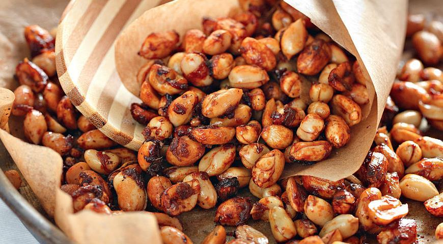 Roasted peanuts sa spices.