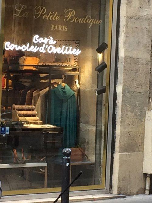 Bar à boucles d'oreilles, rue Saint-André-des-arts, Paris, septembre 2020