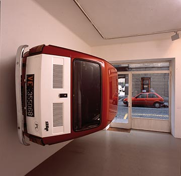 Simon Starling, «Flaga 1972–2000», 2002