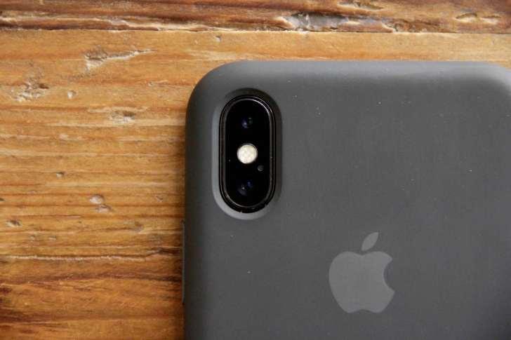 iPhoneXApple純正シリコンケースカメラ開口部分の写真