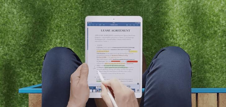 iPadとApple Pencilを使っている様子の写真