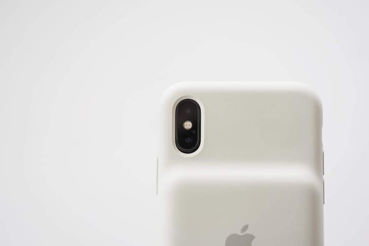 iPhone XS Smart Battery Case カメラ開口部分2