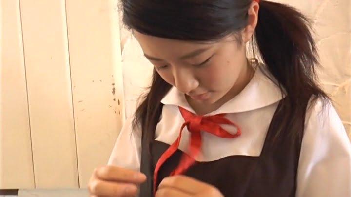 徳八蛍(富永歩菜)(13)が華麗にブリッジを披露!深い眠りはイタズラOKのサイン?!