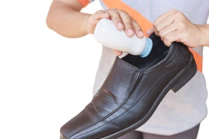 https://i2.wp.com/organicdailypost.com/wp-content/uploads/2015/09/diatomaceous-earth-foot-odor.jpg