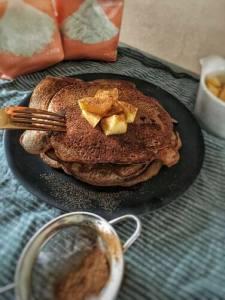 Pancakes maken, Pancakes recept, Pancakes met appel en kaneel, Appel-pancakes, Appel-kaneel pancakes, Pancakes met appel, Appel kaneel pancakes, Pannenkoekjes ontbijt, Pannenkoekjes maken, Pannenkoekjes als ontbijt, Hoe maak ik lekkere appel pannenkoeken, Appel pannenkoeken, Ontbijt pannenkoekjes, Ontbijt pancakes, Ontbijt pancakes recept, Ontbijt pannenkoekjes zonder banaan, organic happiness, biologisch, biologische foodblog
