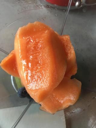 Sinaasappel smoothie met meloen, Sinaasappel smoothie, Sinaasappel smoothie zonder yoghurt, Smoothie met meloen en sinaasappel, Smoothie met meloen, Smoothie met meloen en druiven, Smoothie cantaloupe meloen, Smoothie met druiven, Druiven in de blender, smoothie recept, smoothie, organic happiness, biologisch, biologische foodblog