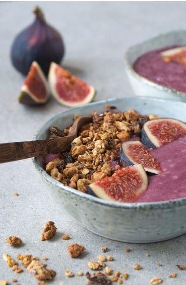 8x recept voor gezond ontbijt, Gezond ontbijt, Gezond ontbijt recept, Gezonde ontbijtrecepten, Wat is een gezond ontbijt, De kracht van een gezond ontbijt, Makkelijke ontbijtjes die ook gezond zijn, Gezond ontbijt voorbeeld, organic happiness, biologisch, biologische foodblog, zonderzooi, smoothiebowl, hoe maak je een smoothiebowl
