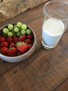 Aardbeien druiven smoothie, Smoothie druiven aardbei, Smoothie aardbeien, Smoothie aardbeien maken, Aardbeien smoothie, Aardbeiensmoothie, Aardbeien smoothie zonder yoghurt, Smoothie druiven, organic happiness, biologisch, biologische foodblog