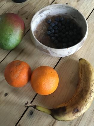 Mango banaan smoothie met sinaasappel, Mango banaan smoothie zonder yoghurt, Smoothie banaan mango, Mango smoothie , Mango smoothie maken, Mango smoothie gezond, Mango smoothie recept, Banaan mango smoothie, Mango smoothie zonder yoghurt, Banaan smoothie, Bananen smoothie maken, Bananen smoothie zonder yoghurt, Sinaasappel banaan smoothie, Sinaasappel smoothie zonder yoghurt, Blauwe bes smoothie met banaan, organic happiness, biologisch, biologische foodblog