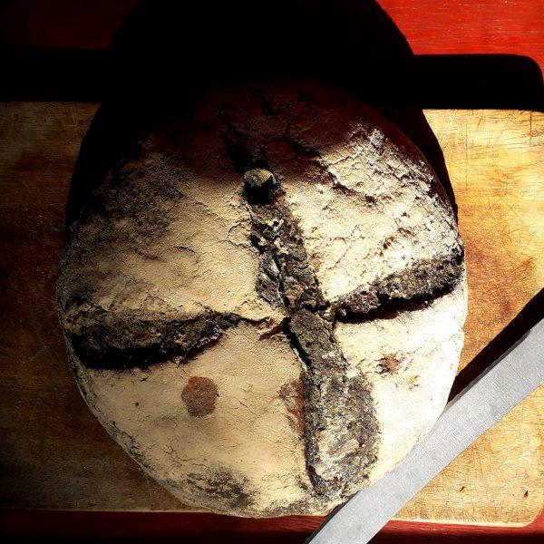Pan con carbón vegetal