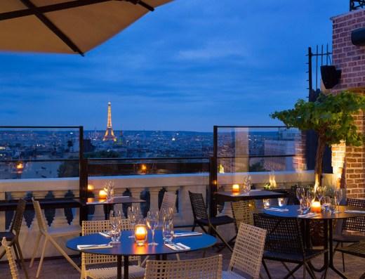 vue de la Tour Eiffel de la terrasse de l'hôtel