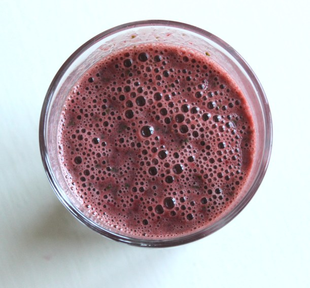 Kale and berry smoothie 1