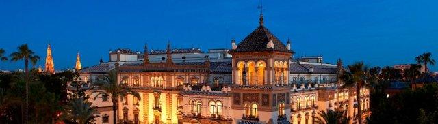 Hotel Alfonso XIII Sevilla vista exterior nocturna de la fachada