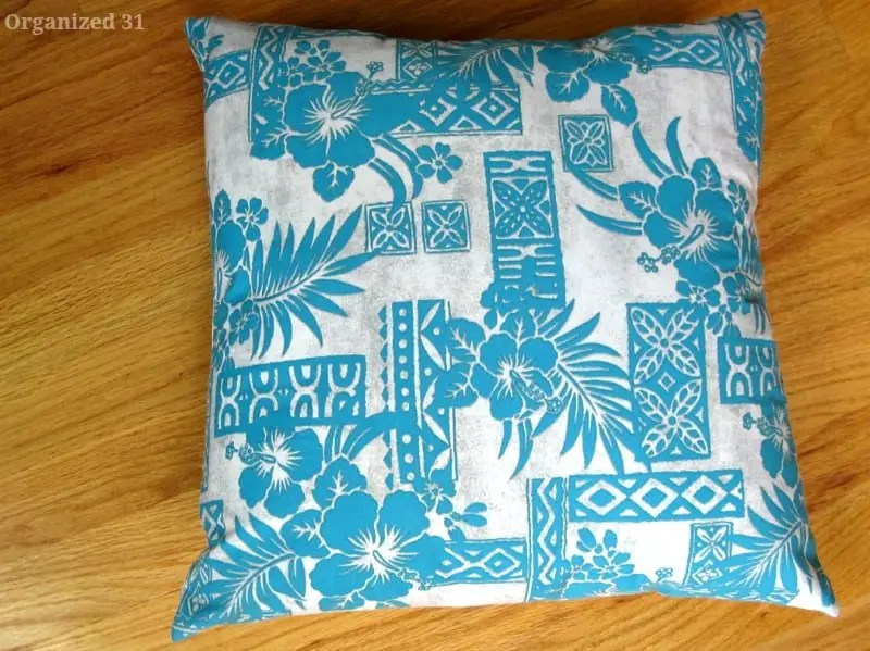DIY sewing tutorial: Easy throw pillow