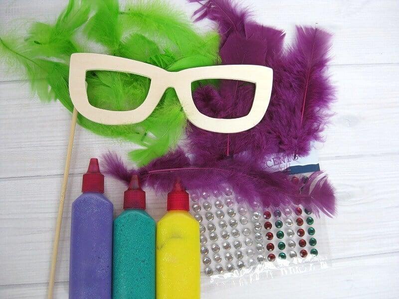 Easy Mardi Gras Mask - Organized 31