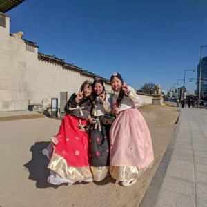 Local girls in traditional hanboks at the Gyeongbokgung Palace
