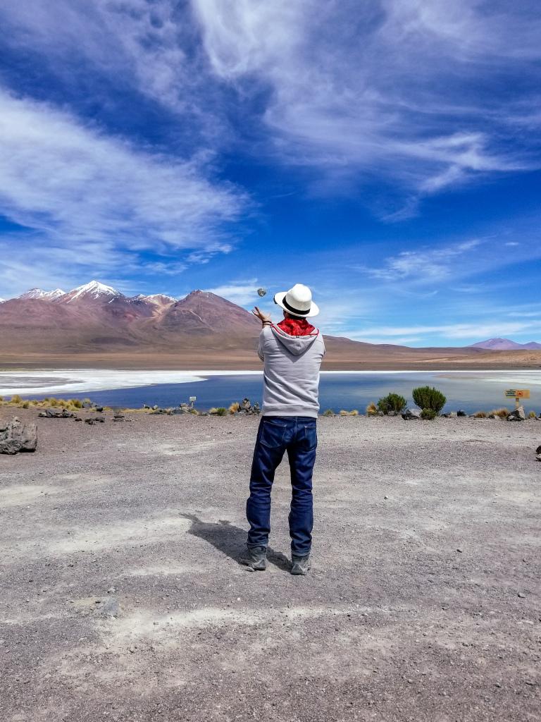 Tim juggles at Laguna Canapa
