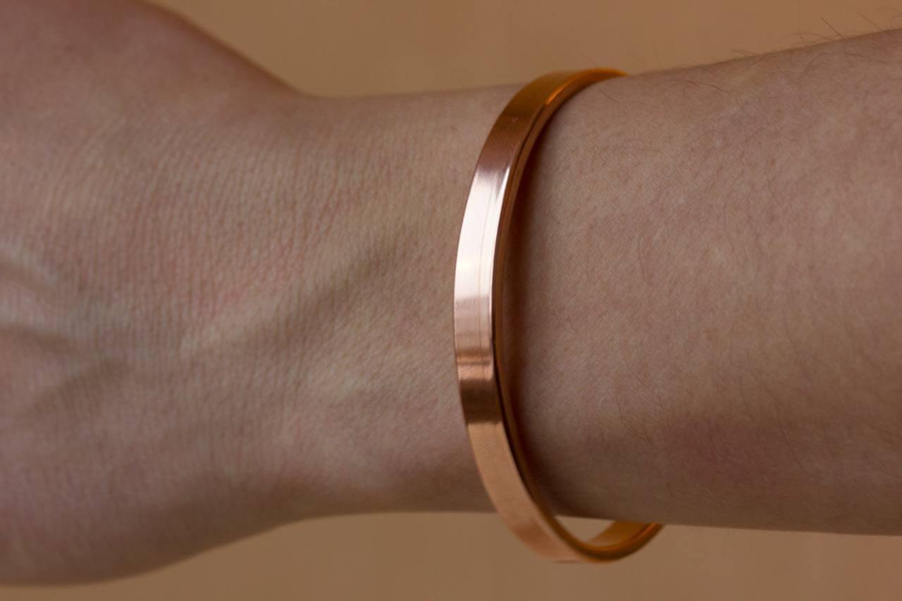 Медный браслет польза и вред. На какой руке носить медный браслет от повышенного давления