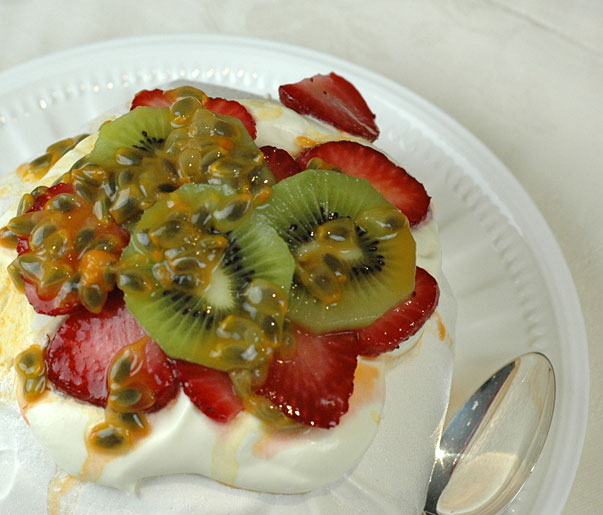 Soft Meringues with Fruit and Cream