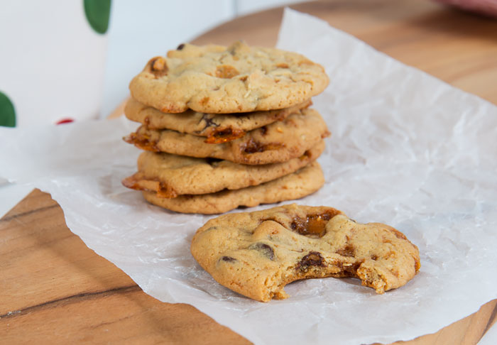 chocolate chip and almond toffee crunch cookies